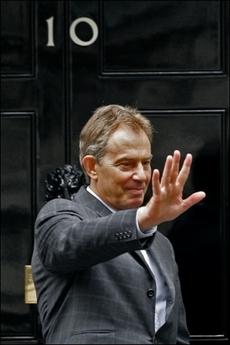 Blair waves at No 10