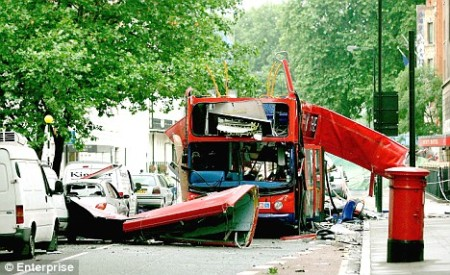 londonbombedbus_7july05