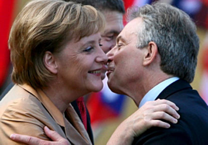 blair_merkel_kissfromMrFlash