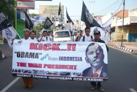 "Anti-Democracy, Supremacist Group Hizb ut-Tahrir Leads Protests Against Barack Obama -- Waving Black Flags of ""Islamic Caliphate""6"