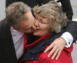 Tony Blair greets Linda Gilroy MP, 2009